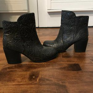 Sterling River gray embossed leather ankle boots 8